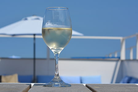 shallow focus photography of glass of wine