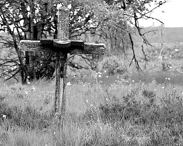 grayscale photo of cross