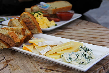 slices of cheese and breads