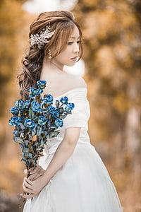 women's white wedding dress