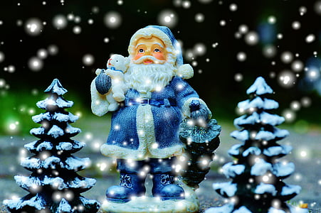 photo of Santa Claus figurine