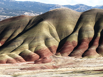 brown and red mountain at daytime