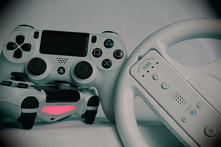Nintendo Wii controller and Sony PS4 Dual Shock controllers