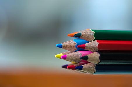 assorted-color color pencils closeup photo