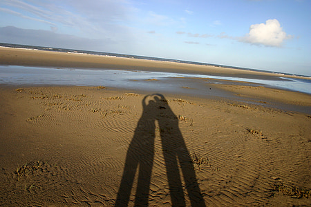 two person shadows