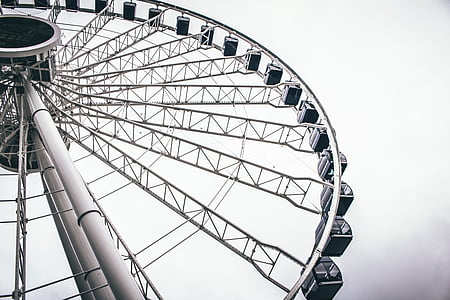close-up photography of ferris wheel at daytime