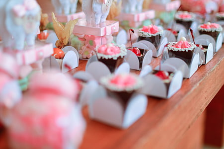 pink and white flower party favors