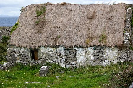 closeup photo of gray concrete stone house