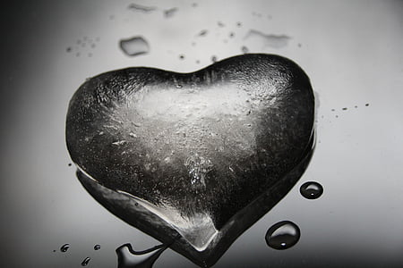 closeup photo of heart-shaped water droplet