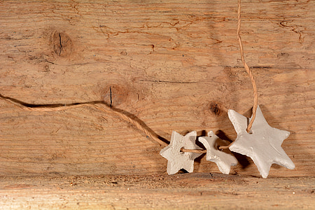 brown string with three gray star accessories