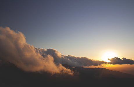 photo of a sunrise with nimbus clouds