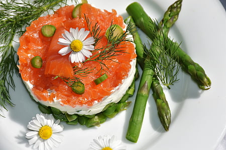 salmon sashimi with asparagus