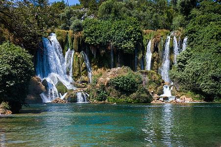 shallow focus of waterfalls