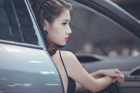 woman wearing black spaghetti strap top