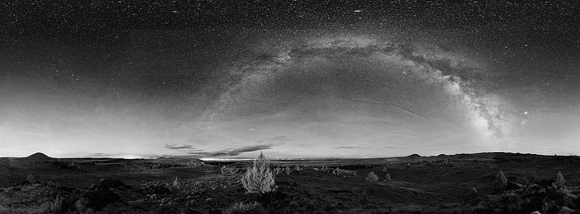 grayscale picture of night sky