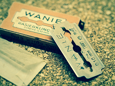 gray Wanie razor blade with box