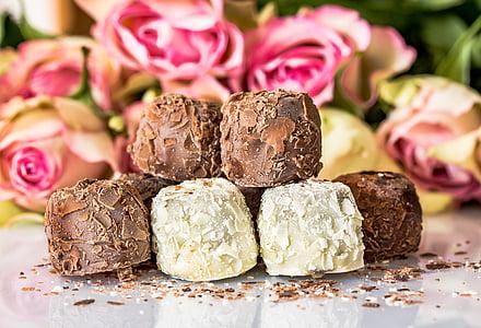 chocolate and vanilla munchies