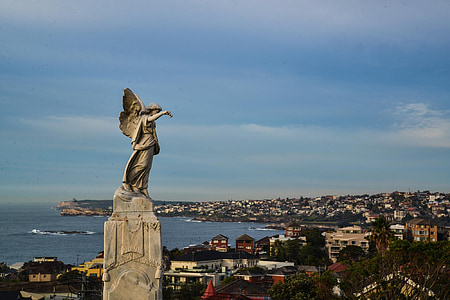 angel statue during day time