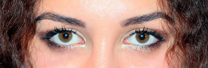 woman wearing black eyeliner and brown eyeshadow