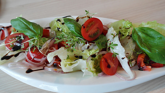 vegetable salad in white plate