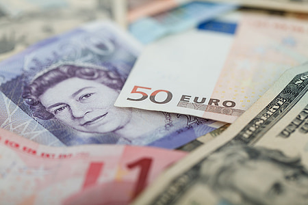 shallow focus of 50 Euro banknote