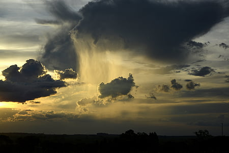 stratocumulus under golden hour