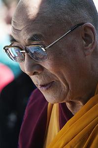 man wearing clear tint eyeglasses