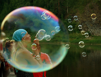 woman doing bubbles at daytime