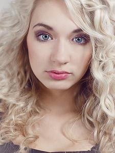 women's blonde hair