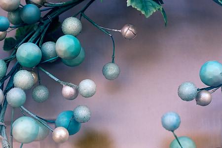 green ball decor