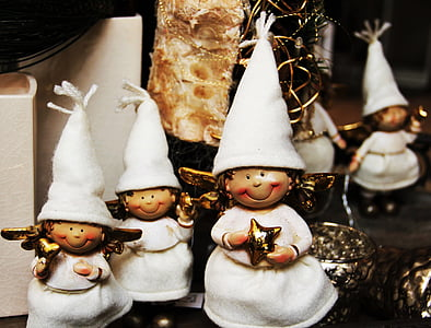 tilt shift lens photography of white dolls