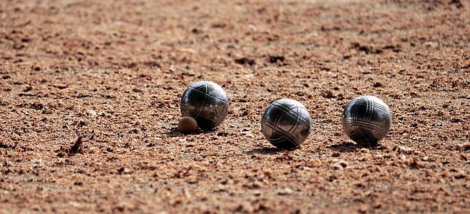 three baunding balls