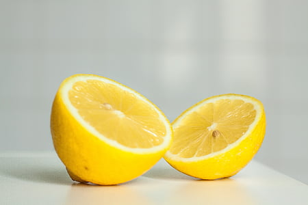 sliced yellow lemon