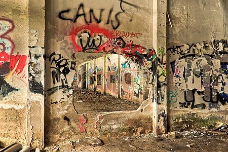 graffiti art on concrete wall