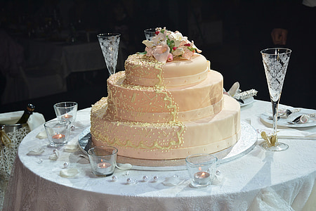 4-tier cake on table