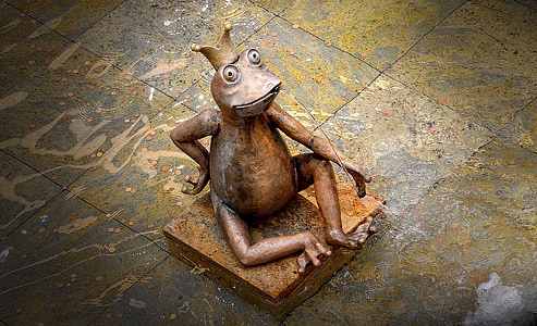 top view photography of brown frog ceramic figurine