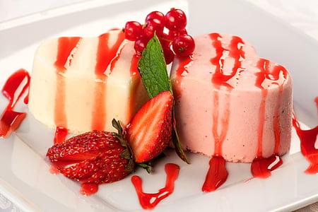 strawberry sliced desert on plate