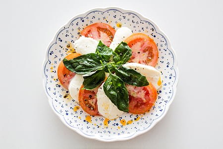 plate of mozzarella cheese and tomato
