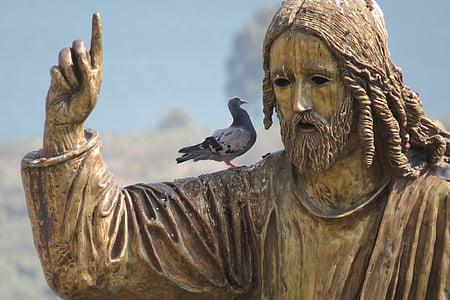 pigeon on Jesus Christ statue