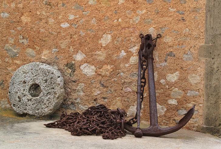 black metal anchor near black chain at daytime