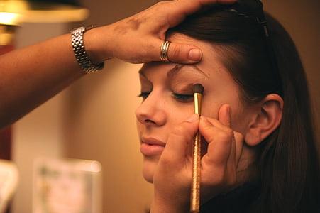 woman putting black eyeshadow