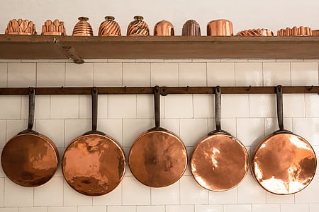 brass-colored and black cookware set
