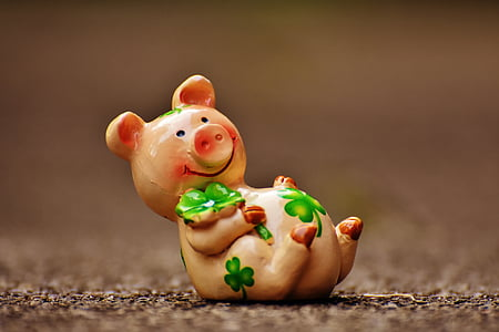 shallow focus photography of brown ceramic pig figurine