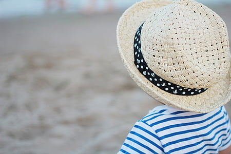child in brown straw hat