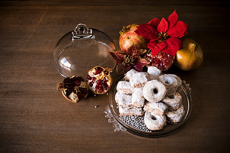 doughnuts served on clear glass done tray