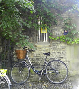 black city bicycle