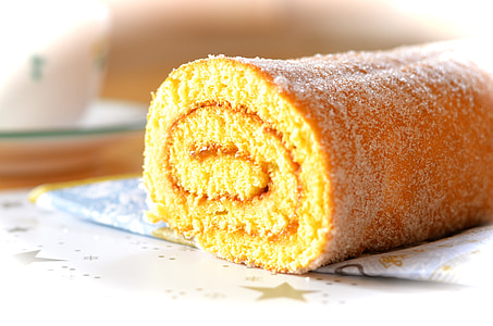 closeup photo of rolled bread