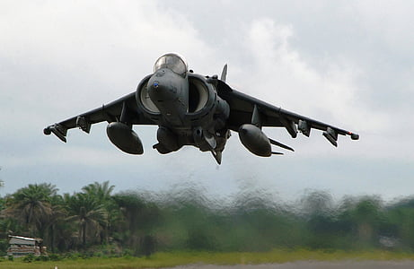 gray fighter jet