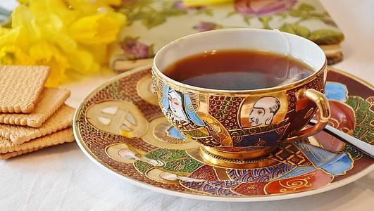 photo of mug on saucer near cracker