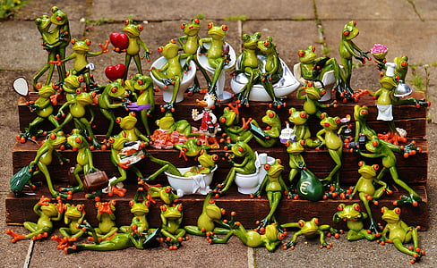 green ceramic frog figurine lot